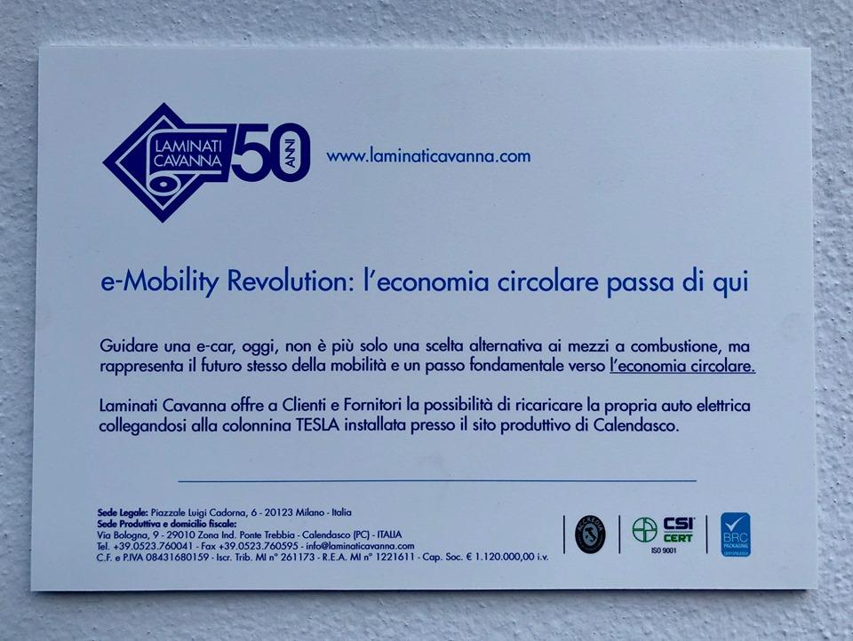 E-Mobility Revolution | Tesla colonnina per ricarica auto